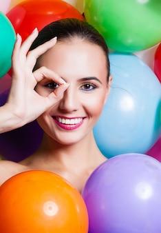Schoonheid meisje portret met kleurrijke make-up,