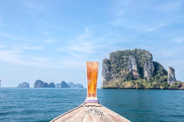 Schoonheid van het landschap in de zomervakantie van zee krabi, thailand