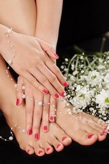 Schoonheid van verse manicure en pedicure