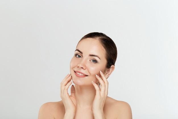 Schoonheid vrouw cosmetica. portret van vrouwelijke perfect schone huid. cosmetologie, schoonheid en spa