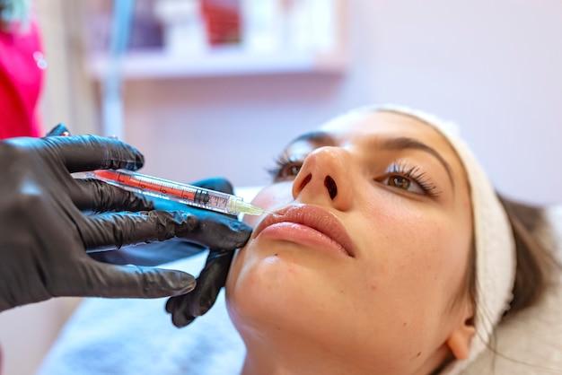 Schoonheid vrouw gezicht plastische chirurgie close-up portret. vrouwelijk meisjesmodel.