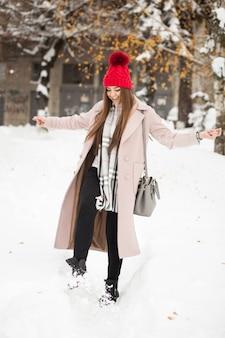 Schoonheid vrouw winter meisje sneeuw