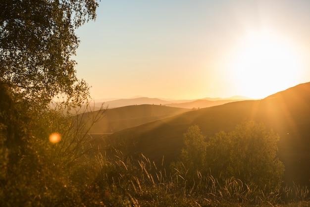 Schoonheid zonsopgang in de bergen