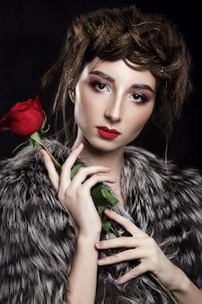 Schoonheidsportret met rode lippenstift