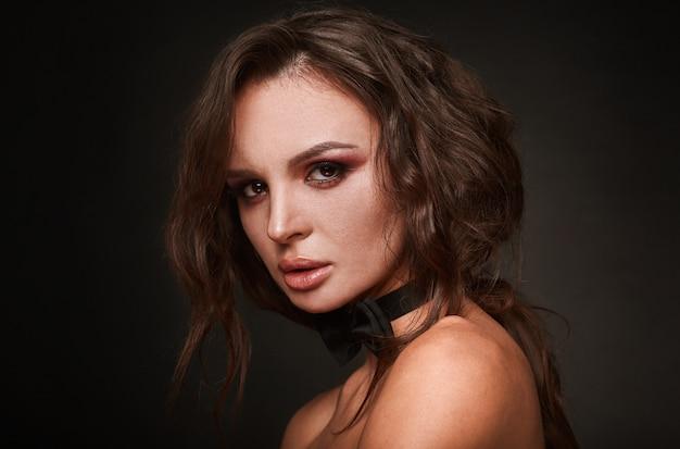 Schoonheidsportret van jonge swag sexy vrouw