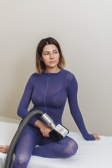 Schoonheidsspecialist. lymfedrainage massage lpg-apparaat proces