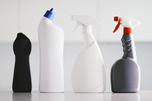 Schoonmaakproducten als huishoudelijk concept in huis