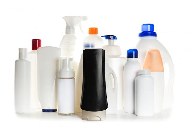 Schoonmakende product plastic container voor huis schoon op witte achtergrond
