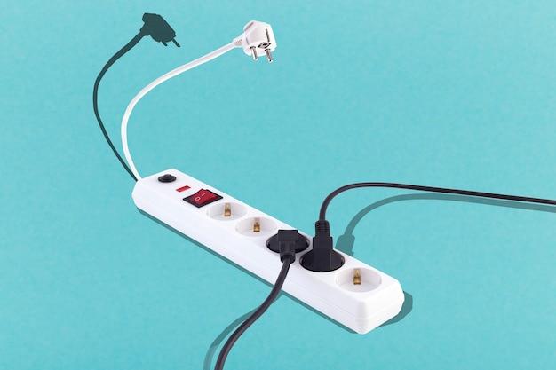 Schorpioen verlengsnoer, concept van gevaarlijke spanning en dure elektriciteit