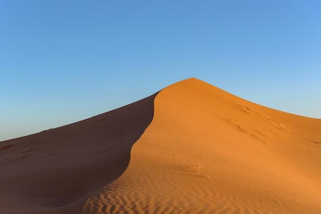 Schot van duinen in de woestijn van de sahara, marokko