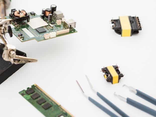 Schot van printplaat met connectoren
