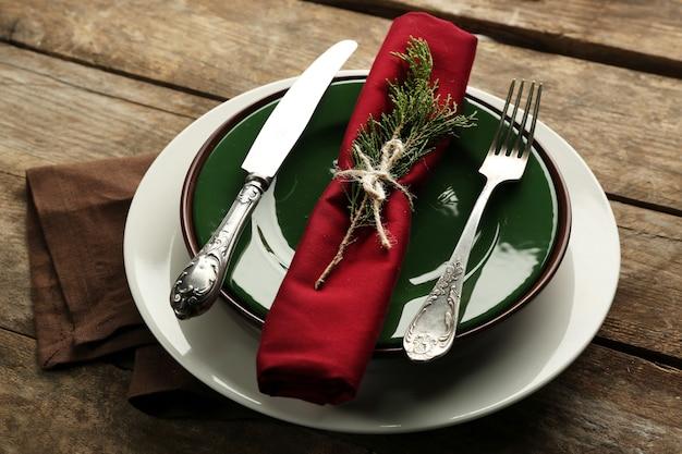 Schotel geserveerd op tafel voor het kerstdiner