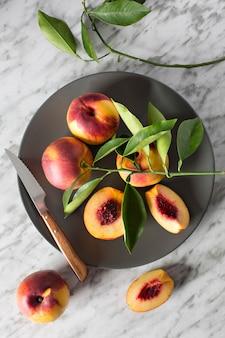 Schotel met nectarines