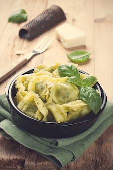 Schotel van hartige italiaanse tortellini