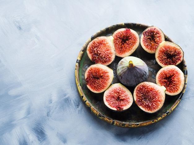 Schotel van paarse vijgen