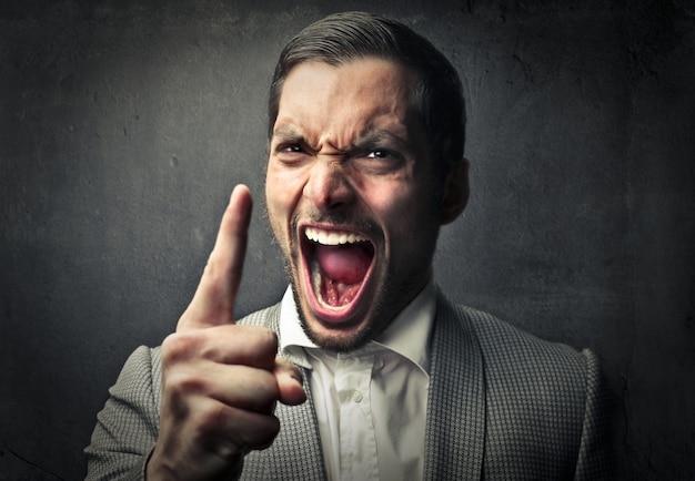 Schreeuwende agressieve man