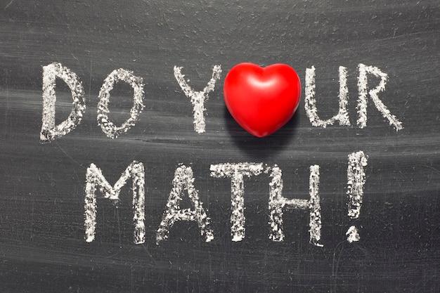 Schrijf je wiskundige zin met de hand op het bord