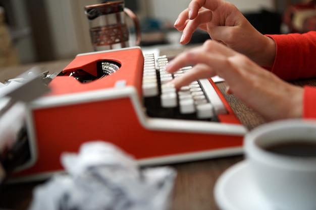 Schrijfmachine klaar voor actie van journalisten