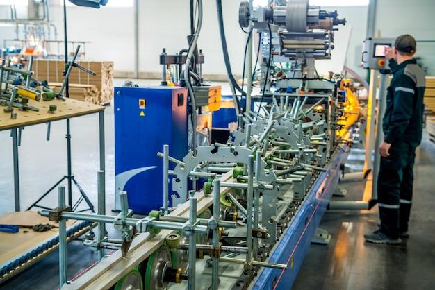 Schrijnwerkerij met machines