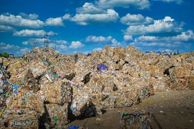 Schrootrecycling voorbereid voor smelten in de staalindustrie