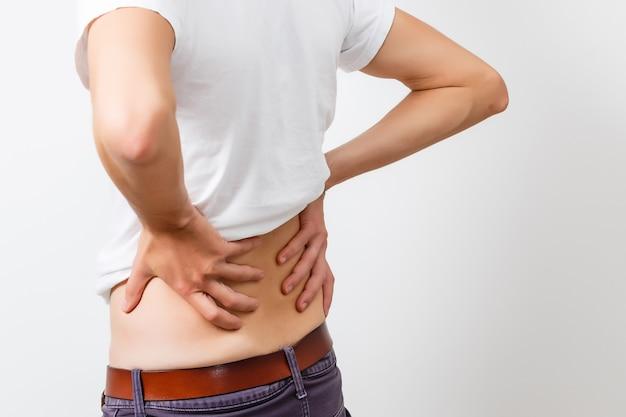 Scoliose op de rug van de jonge man. behandeling en behandeling van ruggengraatziekte. geneeskunde en gezondheidsconcept.