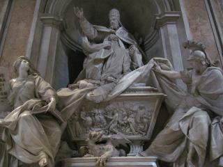 Sculpturen in basiliek van de st. peter's
