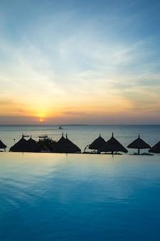 Sea of zanzibar beach als waterparadijs in de natuur