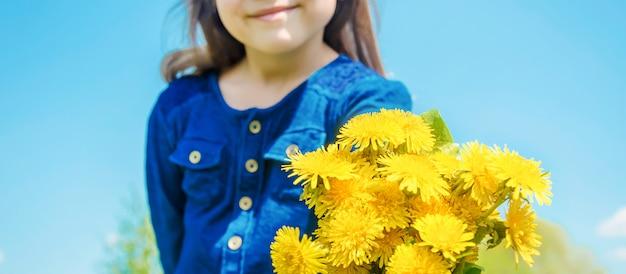 Seizoensallergie bij een kind. coryza. selectieve aandacht.