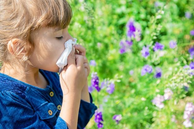 Seizoensgebonden allergie bij een kind. coryza.