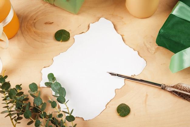 Seizoensgebonden brief met een vintage ganzenveer