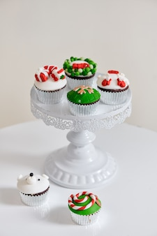 Seizoensgebonden feestelijke kerst mini dessert cupcakes