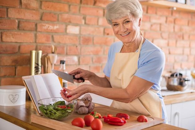 Seizoenssalade gemaakt van de beste ingrediënten