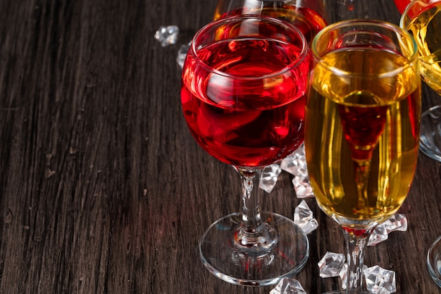 Selectie van alcoholische dranken in verschillende glazen