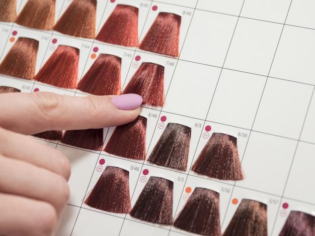 Selectie van een tint haarverf. kleur haarverf.