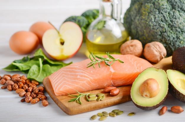 Selectie van gezonde producten. uitgebalanceerd dieetconcept.