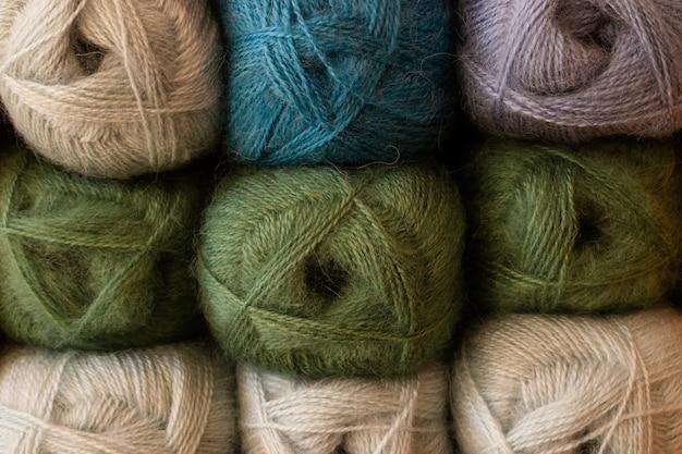 Selectie van kleurrijke garenwol