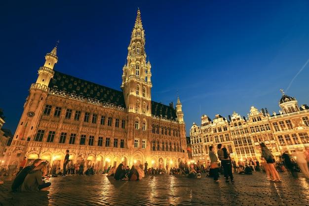Selectieve aandacht op historisch gebouw op de grote markt in brussel, belgië