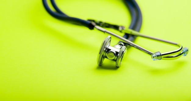 Selectieve aandacht van blauwe stethoscoop