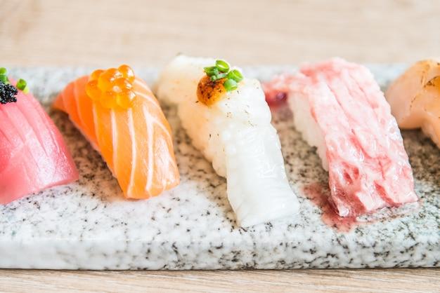 Selectieve focus op sushi roll