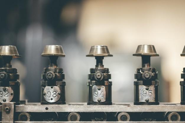 Selectieve focusopname van genummerde motoronderdelen