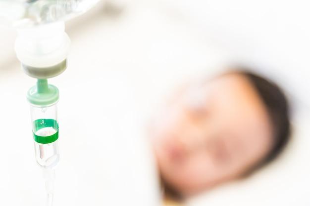 Selectieve focuspunt zoutoplossing iv infuus voor patiënt