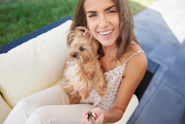 Selfie gemaakt met schattige york-puppy