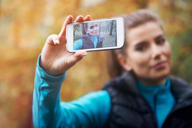 Selfie op sociaal netwerk vanaf joggen in de ochtend