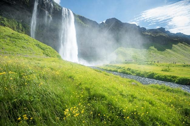 Seljalandsfoss waterval in ijsland in de zomer