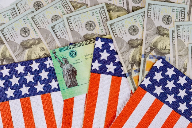 Senaat stimulus deal omvat individuele cheques us 100 dollarbiljetten valuta op amerikaanse vlag