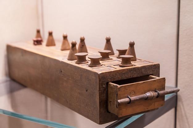 Senet is een van de oudst bekende bordspellen, 3.500 v. chr. dit is de vader van het schaakspel.