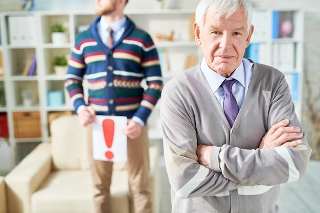 Senior man met disfunctie