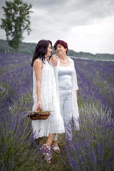 Senior moeder met haar dochter
