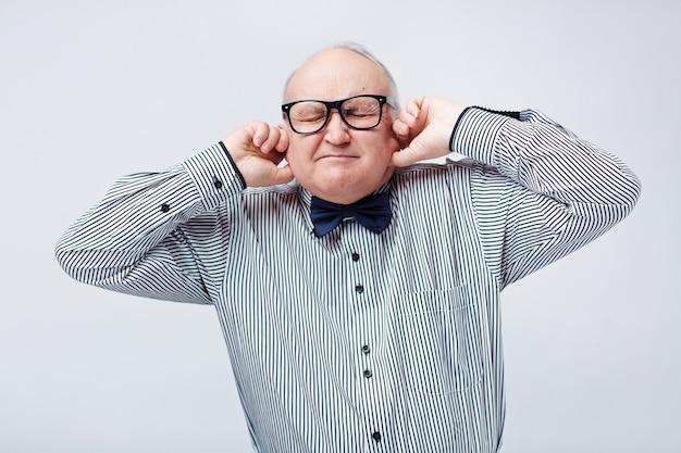 Senior op zoek naar stilte