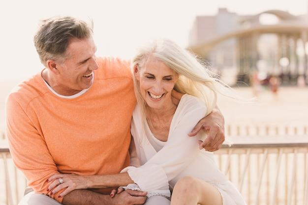 Senior paar buitenshuis dating